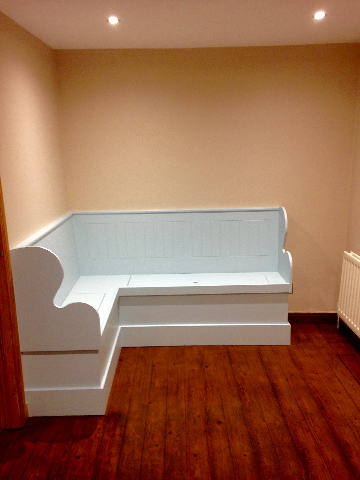 Bespoke bench seating to compliment new kitchen